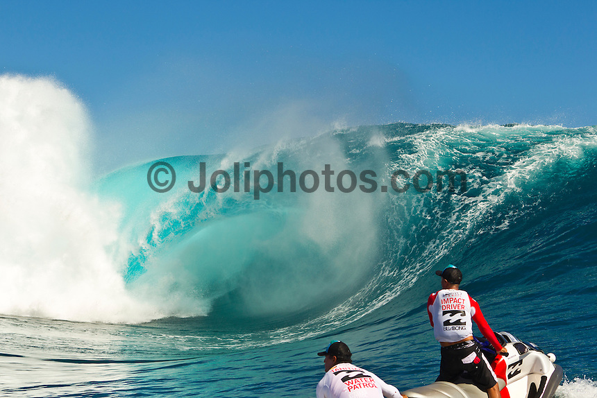 Teahupoo, Tahiti Iti, French Polynesia. Sunday August 28,  2011.  The Billabong Pro Tahiti ran today in 5'-8' surf with claer blue skies and some amazing surfing. Rounds 3, 4 and 5 were completed. Jermey Flores (FRA) was the standout surfer scoring two perfect 10 point rides aagaisnt Michel Bourez (PYF) who also scored a 10 and a 9 point ride. Photo: joliphotos.com