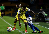 BOGOTA - COLOMBIA - 22 – 03 - 2018: Felipe Banguero (Der.) jugador de Millonarios disputa el balón con Yhorman Hurtado (Izq.) jugador de Alianza Petrolera, durante partido aplazado de la fecha 8 entre Millonarios y por la Liga Aguila I 2018, jugado en el estadio Nemesio Camacho El Campin de la ciudad de Bogota. / Felipe Banguero (R) player of Millonarios vies for the ball with Yhorman Hurtado (L) player of Alianza Petrolera, during a posponed match of the 8th date between Millonarios and Alianza Petrolera, for the Liga Aguila I 2018 played at the Nemesio Camacho El Campin Stadium in Bogota city, Photo: VizzorImage / Luis Ramirez / Staff.