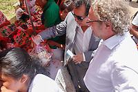 SÃO PAULO, SP, 24.01.2014 - FESTA BOLIVIANA DE ALASITA PRAÇA ULISSES GUIMARÃES - Rogério Sottili secretario municipal de direitos humanos durante a edição 2014 da Alasita, tradicional feira de artesanato boliviana, realizada na Praça Ulisses Guimarães, localizada na região do Parque Dom Pedro II, centro da cidade de São Paulo (SP), nesta sexta-feira (24). A data deve ser inserida no Calendário Oficial do Município, em reconhecimento à importância da comunidade boliviana residente na Cidade. Além do artesanato, compõem a Alasita comidas típicas bolivianas, como o prato paceño (original de La Paz) e a chicha. (Foto: Andre Hanni / Brazil Photo Press).