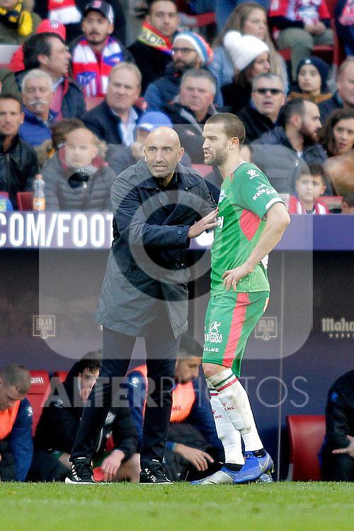 Futbol Club Deportivo Alaves' Victor Laguardia and coach Abelardo Fernandez during La Liga match. December,8,2018. (ALTERPHOTOS/Alconada)