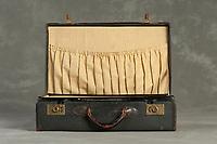 Willard Suitcases / Emma H / ©2014 Jon Crispin