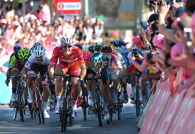 Marcel Kittel (GER) Etixx-Quick Step outsprints the bunch again to win Stage 3 of the 2016 Giro d'Italia running 190km from Nijmegen to Arnhem, The Nethrerlands. 8th May 2016.<br /> Picture: ANSA/Luca Zennaro | Newsfile<br /> <br /> <br /> All photos usage must carry mandatory copyright credit (&copy; Newsfile | ANSA/Luca Zennaro)