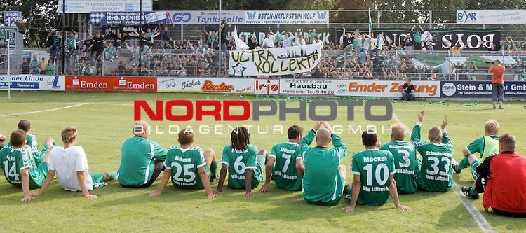RLN 05 / 06 - 8. Spieltag<br /> <br /> Kickers Emden vs VFB Luebeck<br /> <br /> Abpfiff in Emden, Luebecks Fans feiern die Mannschaft und die Tabellenfuehrung<br /> <br /> Foto &copy; nordphoto <br /> <br /> <br /> <br />  *** Local Caption *** Foto ist honorarpflichtig! zzgl. gesetzl. MwSt.<br /> <br />  Belegexemplar erforderlich