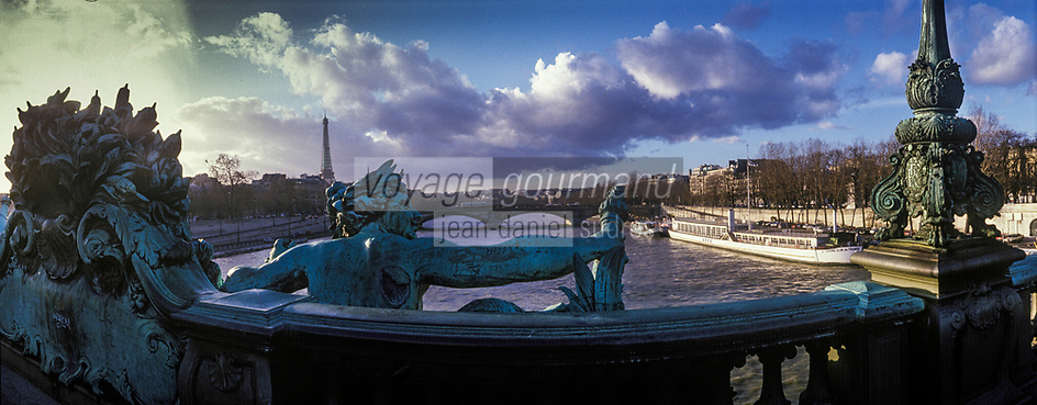 Europe/France/Ile-de-France/Paris: Le pont Alexandre III et la Tour Eiffel