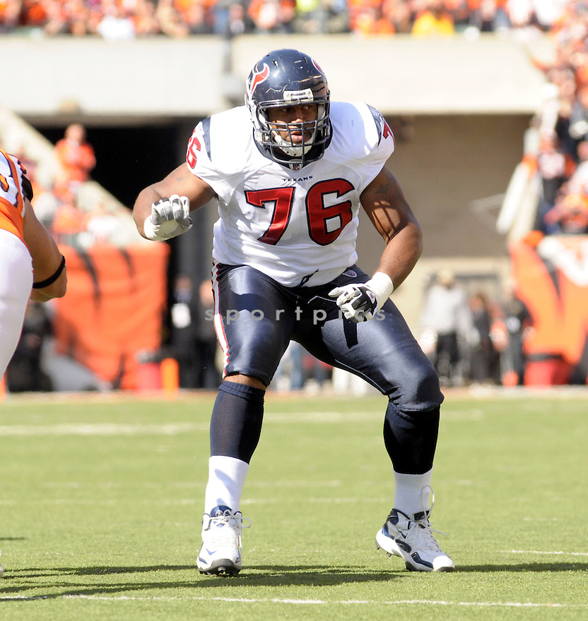 DUANE BROWN, of the Houston Texans  in action during the Texans game against Cincinnati Bengals in Cincinnati, OH on October 18, 2009.  The Texans  beat the Rams 28-17..