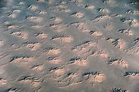 Sahara in Algerien aus 12000 Meter Höhe: ALGERIEN, AFRIKA, 20.12.2019: Sahara in Algerien aus 12000 Meter Höhe