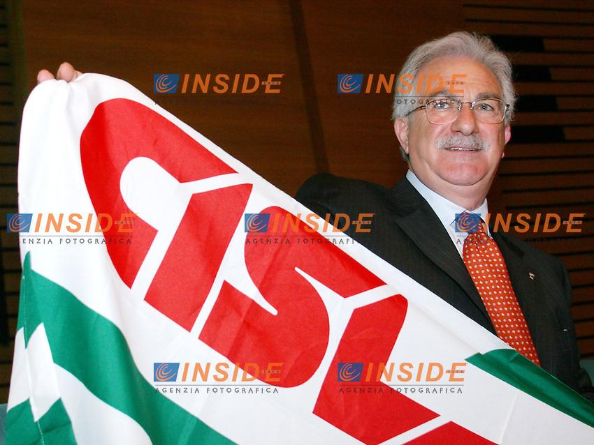 Roma, 27/04/2006 Cisl:Consiglio Generale<br /> Nella foto il nuovo segretario Raffaele Bonanni<br /> Photo Serena Cremaschi Insidefoto