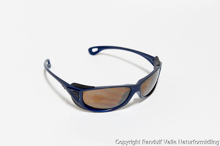 Solbriller. ---- Sunglasses.