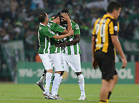 MEDELLÍN -COLOMBIA-08-03-2016. Jugadores de Atlético Nacional de Colombia celebran después de anotar un gol a Peñarol de Uruguay durante partido por la fecha 3, G4, de la Copa Bridgestone Libertadores 2016 jugado en el estadio Atanasio Girardot de la ciudad de Medellín. / Players of Atletico Nacional of Colombia celebrate after scoring a goal to Peñarol of Uruguay during a match for the date 3, G4, of the Copa Bridgestone Libertadores 2016 played at Atanasio Girardot stadium in Medellin city. Photo: VizzorImage/ León Monsalve /Str