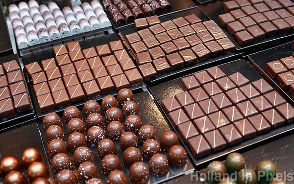 Nederland -  Amsterdam -  2018.  Chocoa Festival in de Beurs van Berlage. Tijdens het Chocoa Festival leer je onder andere over het proces van cacaoboon naar chocoladereep en proef je de enorme verscheidenheid aan smaken van goede cacao en betere chocolade.    Foto Berlinda van Dam / Hollandse Hoogte