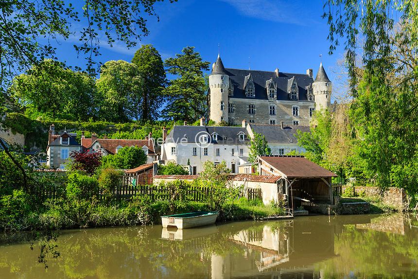Indre-et-Loire (37), Montr&eacute;sor, class&eacute; Les Plus Beaux Villages de France, maisons et le ch&acirc;teau le long de l'Indrois // Indre et Loire, Montresor, labelled Les Plus Beaux Villages de France (The Most beautiful<br /> Villages of France), houses and castle along Indrois river