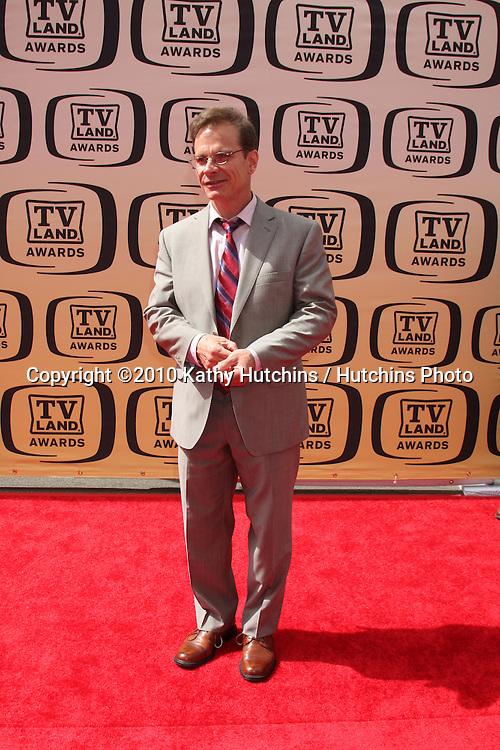 Peter Scolari.arrives at the 2010 TV Land Awards.Sony Studios.Culver City, CA.April 17, 2010.©2010 Kathy Hutchins / Hutchins Photo...