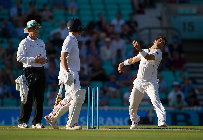 Pakistan's Yasir Shah in action today <br /> <br /> Photographer Ashley Western/CameraSport<br /> <br /> International Cricket - 4th Investec Test - England v Pakistan - Day 3 - Saturday 13th August 2016 - The Oval - London<br /> <br /> World Copyright &copy; 2016 CameraSport. All rights reserved. 43 Linden Ave. Countesthorpe. Leicester. England. LE8 5PG - Tel: +44 (0) 116 277 4147 - admin@camerasport.com - www.camerasport.com