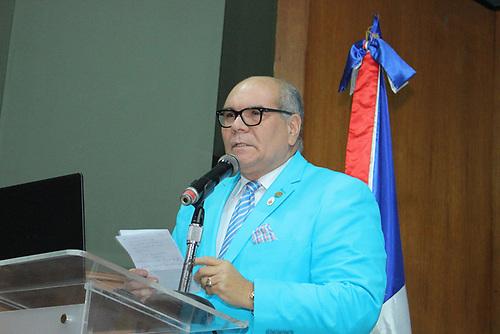 El doctor Donaldo Collado, presidente de SODOCARDIO, mientras presentaba los resultados del estudio de Prevalencia de Hipertensión Arterial y factores de Riesgo Cardiovasculares en República Dominicana.