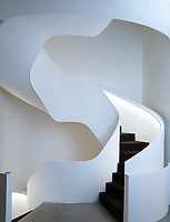 The impressive sculptural staircase is made of powder-coated metal.