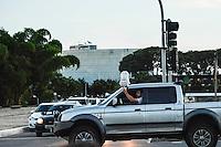 BRASÍLIA, DF, 15.03.2016 – PALÁCIO-PLANALTO – Manifestantes em frente ao Palácio do Planalto na tarde desta terça-feira, 15. O ex-presidente Lula foi aguardado durante toda a tarde para acertar sobre se aceita a pasta de Ministro do Governo Dilma Rousseff. (Foto: Ricardo Botelho/Brazil Photo Press)