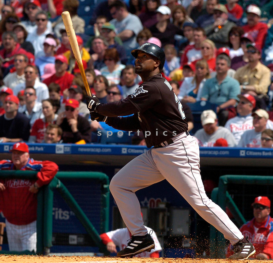 Carlos Delgado in action during the Florida Marlins v. Philadelphia Phillies game on May 1, 2005.....Marlins lost 6-8....David Durochik / SportPics..