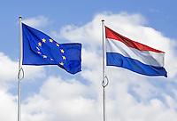 Nederlandse vlag en Europese vlag
