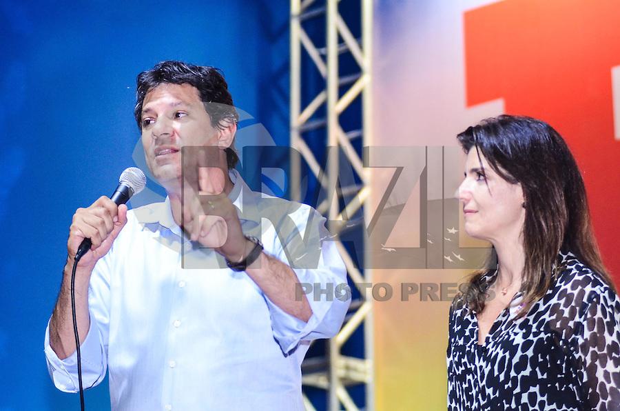 ATENÇÃO EDITOR: FOTO EMBARGADA PARA VEÍCULOS INTERNACIONAIS. SAO PAULO, 11 DE SETEMBRO DE 2012 - ELEICOES 2012 HADDAD - Candidato Fernando Haddad e a esposa Ana Estela durante Plenaria com Sindicalistas, na quadra dos bancarios, regiao central da capital na tarde desta terca feira. FOTO: ALEXANDRE MOREIRA - BRAZIL PHOTO PRESS