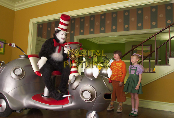MIKE MYERS, SPENCER BRESLIN & DAKOTA FANNING.in The Cat In The Hat.Filmstill - Editorial Use Only.Ref: FB.www.capitalpictures.com.sales@capitalpictures.com.Supplied by Capital Pictures
