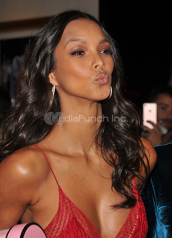 New York, NY: December 2: Lais Ribeiro poses at Victoria's Secret, Fifth Ave on December 2, 2016 in New York City.@John Palmer / Media Punch