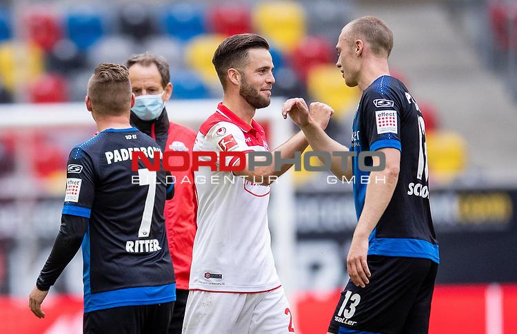 nph00351: Fussball, 1. Bundesliga, Saison 19/20, 26. Spieltag, Fortuna Düsseldorf - FC Paderborn 07, 16.05.2020:<br /> Niko Gießelmann (F95), Sebastian Schonlau (SCP)<br />  <br /> <br /> Nur für journalistische Zwecke! Only for editorial use!<br /> <br /> Gemäß den Vorgaben der DFL Deutsche Fußball Liga ist es untersagt, in dem Stadion und/oder vom Spiel angefertigte Fotoaufnahmen in Form von Sequenzbildern und/oder videoähnlichen Fotostrecken zu verwerten bzw. verwerten zu lassen. DFL regulations prohibit any use of photographs as image sequences and/or quasi-video. <br /> <br /> Foto: Moritz Müller/Pool / via Meuter/nordphoto