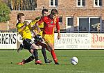 2015-11-01 / voetbal / seizoen 2015-2016 / Retie - Vorselaar / De Jongh (r) (Retie) loopt voorbij Rymen (l) (Vorselaar)