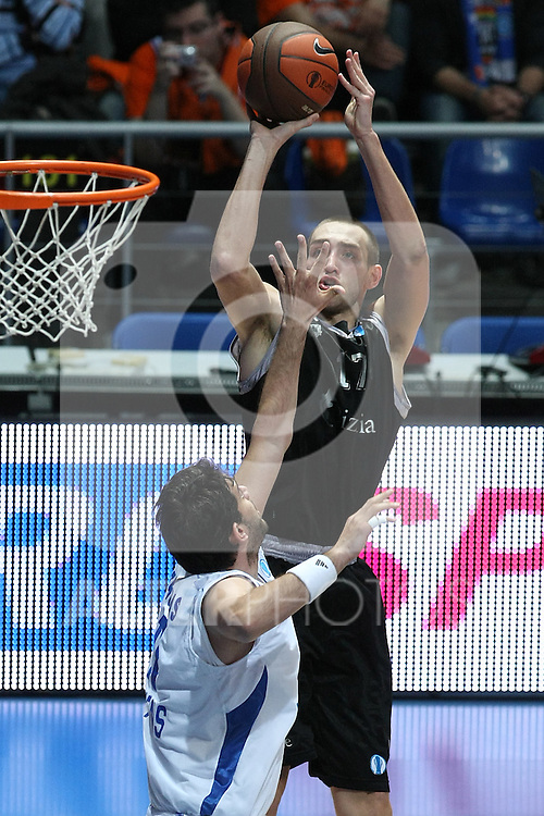 Bizkaia Bilbao Basket's Axel Hervelle (f) and Panellinios Opap BC's Vasilis Xanthopoulos during Eurocup Basketball Consolation Final match. April 18, 2010. (ALTERPHOTOS/Acero)