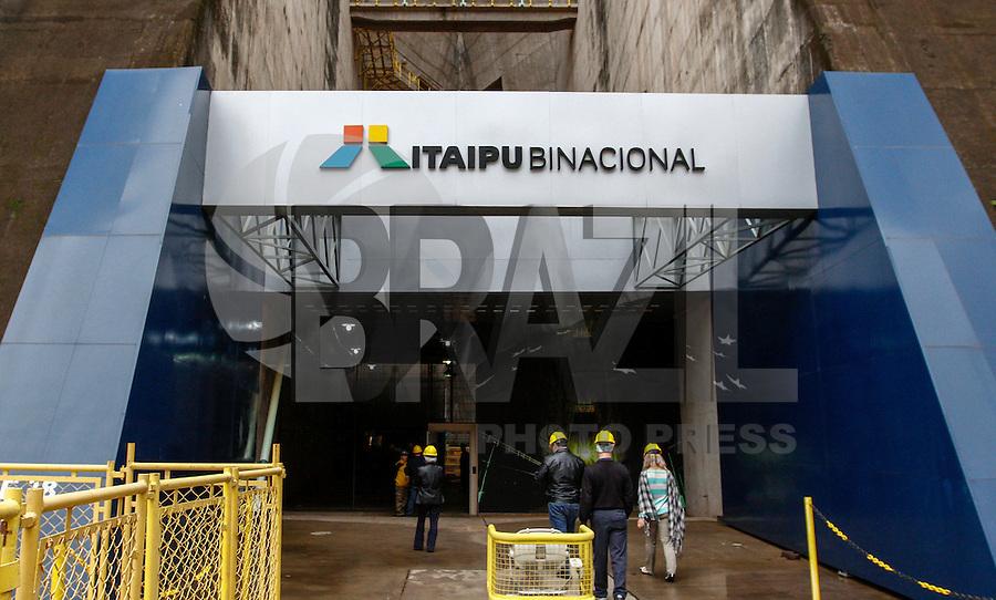 FOZ DE IGUAÇU, PR, 17.06.2016 - ITAIPU-USINA-Vista externa da Usina Hidrelétrica de Itaipu na manhã desta sexta-feira (17). A Usina Hidrelétrica de Itaipu é uma usina binacional localizada no Rio Paraná, na fronteira entre o Brasil e o Paraguai. (Foto: Paulo Lisboa/Brazil Photo Press)