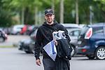 07.07.2020, Trainingsgelaende am wohninvest WESERSTADION,, Bremen, GER, 1.FBL, Werder Bremen - der Tag nach Heidenheim, im Bild<br /> <br /> <br /> <br /> Davy Klaassen (Werder Bremen #30) kommt mit seinen Trainingsaufgaben aus dem Stadion<br /> <br /> <br /> Foto © nordphoto / Kokenge