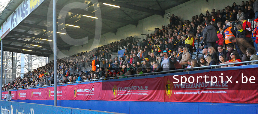 20180406 - LEUVEN , BELGIUM : part of the 7700 Belgian fans  pictured during the female soccer game between the Belgian Red Flames and Portugal , the fourth game in the qualificaton for the World Championship qualification round in group 6 for France 2019, Friday 6 th April 2018 at OHL Stadion Den Dreef in Leuven , Belgium. PHOTO SPORTPIX.BE | DIRK VUYLSTEKE