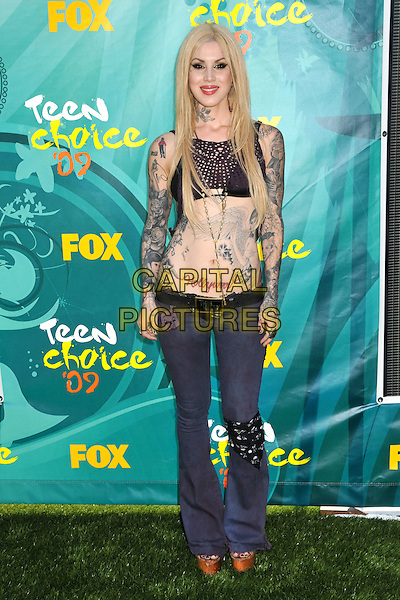 KAT VON D (aka Katherine von Drachenberg).Teen Choice Awards 2009 - Arrivals held at the Gibson Amphitheatre, Universal City, CA, USA..August 9th, 2009.full length black cropped top belly stomach midriff jeans denim tattoos dyed blonde hair .CAP/ADM/BP.©Byron Purvis/AdMedia/Capital Pictures.
