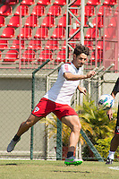 SÃO PAULO, SP, 19.08.2015 - FUTEBOL-SÃO PAULO -  Alexandre Pato durante treino do São Paulo Futebol  no Centro de Treinamento da Barra Funda, na manhã desta quarta-feira, 19. (Foto: Adriana Spaca/Brazil Photo Press)