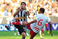 ATENÇÃO EDITOR: FOTO EMBARGADA PARA VEÍCULOS INTERNACIONAIS. - RIO DE JANEIRO, RJ, 09 DE SETEMBRO DE 2012 - CAMPEONATO BRASILEIRO - BOTAFOGO X NAUTICO - Fellype Gabriel, jogador do Botafogo, sente a dividida com Lucio, durante partida contra o Nautico, pela 23a rodada do Campeonato Brasileiro, no Stadium Rio (Engenhao), na cidade do Rio de Janeiro, neste domingo, 09. FOTO BRUNO TURANO BRAZIL PHOTO PRESS
