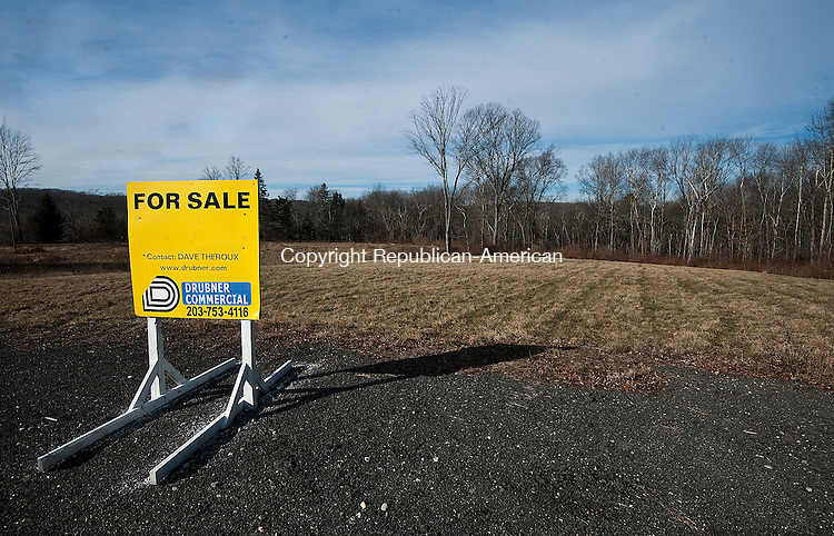 MIDDLEBURY, CT--- -010716JS02--A plot of land located in the 900 block of Southford Road (Route 188) in Middlebury. <br /> Jim Shannon Republican-American
