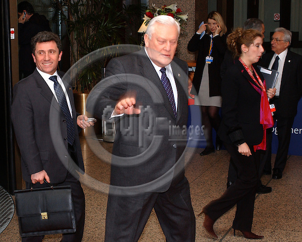 Brussels-Belgium - March 25, 2004---Arrivals of Heads of State and Government at the 'Justus Lipsius', seat of the Council of the European Union, to participate at the European Council / Summit; here, Algirdas BRAZAUSKAS (front), Prime Minister, and Antanas VALIONIS (back-behind), Minister for Foreign Affairs, both of Lithuania---Photo: Horst Wagner/eup-images