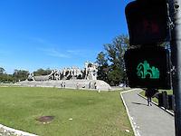 SÃO PAULO, SP, 30.07.2013: SEMÁFORO/SP - Uma nova sinalização semafórica foi implantada pela Companhia de Engenharia de Tráfego (CET) em frente ao Monumento às Bandeiras, na região do parque do Ibirapuera, na zona sul, nesta terça-feira. (Foto: William Volcov/Brazil Photo Press/Folhapress)