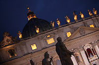 Una veduta della Basilica di San Pietro in occasione dell'apertura del Conclave per l'elezione del nuovo Papa della Chiesa Cattolica Romana, Citta' del Vaticano, 12 marzo 2013. .A view of St. Peter's Basilica in occasion of the opening of the Conclave for the election of the new Pope of the Roman Catholic Church, at the Vatican, 12 March 2013..UPDATE IMAGES PRESS/Isabella Bonotto STRICTLY FOR EDITORIAL USE ONLY - STRICTLY FOR EDITORIAL USE ONLY