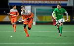 AMSTELVEEN - Lars Balk (Ned) met Daragh Walsh (IRE)   tijdens de hockeyinterland Nederland-Ierland (7-1) , naar aanloop van het WK hockey in India.  COPYRIGHT KOEN SUYK