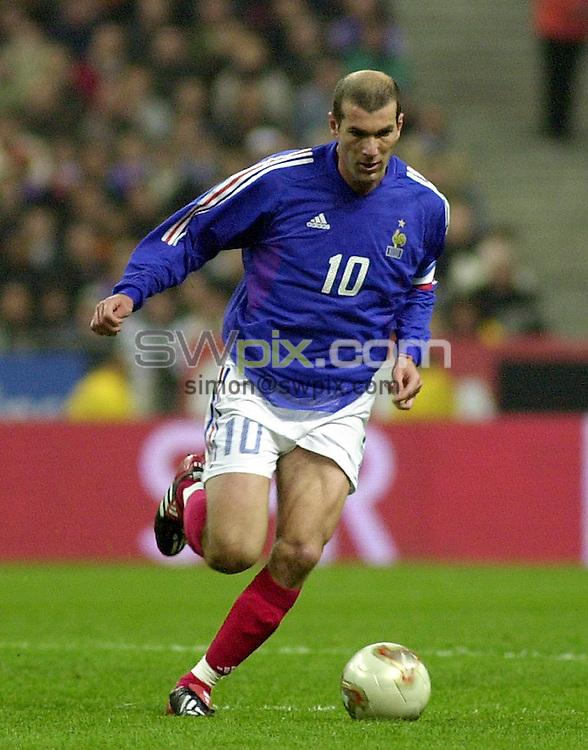 Pix: Dave Winter/SWpix.com.  Soccer. International Friendly. France v Scotland.. 27/03/2002...COPYRIGHT PICTURE>>SIMON WILKINSON>>01943 436649>>..France's Zinedine Zidane.