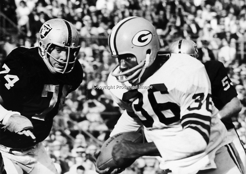 1968 Raiders Tom Keating after Packer running back Ben Wilson. Copyright Ron Riesterer