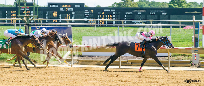 Regere winning at Delaware Park on 8/24/16