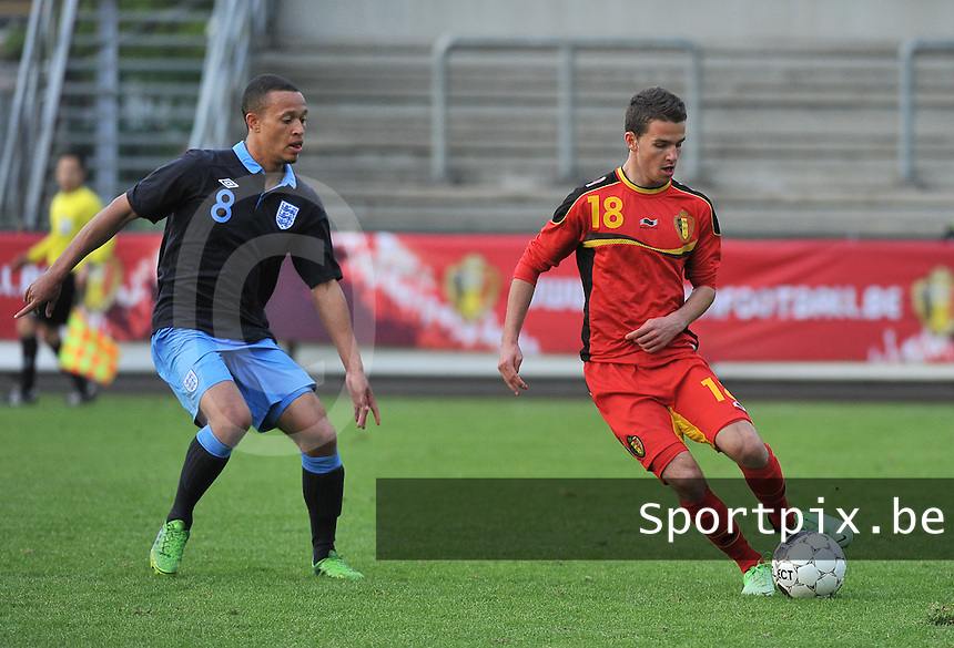 Belgium U19 - England U19 : Siebe Schrijvers (18) and Lewis Baker (8).foto DAVID CATRY / Nikonpro.be