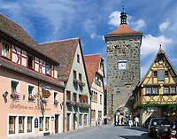 Deutschland, Bayern, Franken, Rothenburg ob der Tauber: Spitalgasse mit Siebersturm | Germany, Bavaria, Upper Bavaria, Franconia, Rothenburg ob der Tauber: Spital lane with Siebers tower