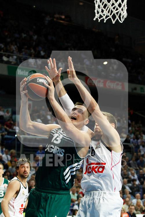 Basketball Real Madrid´s Nocioni (R) and Zalgiris Kaunas´s Jankunas during Euroleague basketball match in Madrid, Spain. October 17, 2014. (ALTERPHOTOS/Victor Blanco)