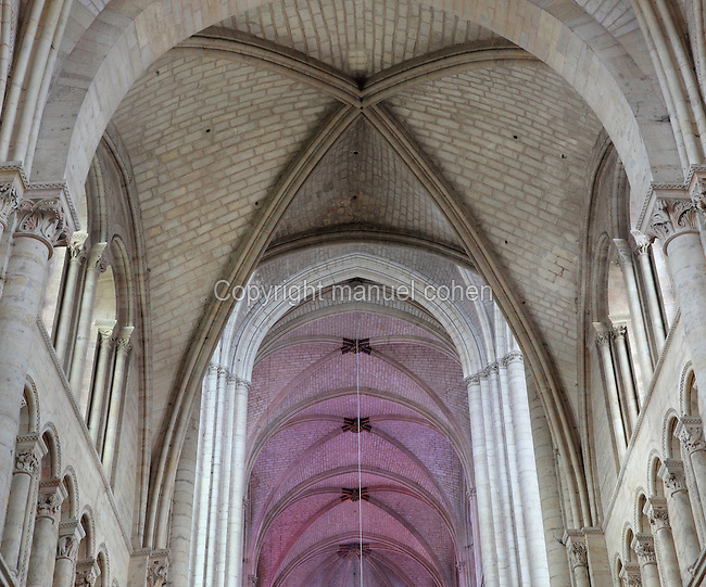 Vaulted ceiling of the nave and choir, at the Cathedrale Saint-Julien du Mans or Cathedral of St Julian of Le Mans, Le Mans, Sarthe, Loire, France. The cathedral was built from the 6th to the 14th centuries, with both Romanesque and High Gothic elements. It is dedicated to St Julian of Le Mans, the city's first bishop, who established Christianity in the area in the 4th century AD. Picture by Manuel Cohen