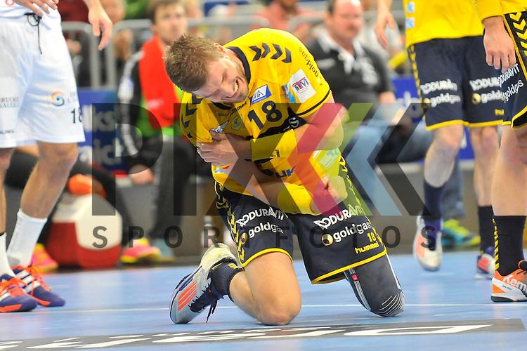 Rhein-Neckar Loewe Bjarte Myrhol (Nr.18) ist an der Schulter verletzt im Spiel des DHP Pokal, Rhein-Neckar Loewen - MT Melsungen.<br /> <br /> Foto &copy; P-I-X.org *** Foto ist honorarpflichtig! *** Auf Anfrage in hoeherer Qualitaet/Aufloesung. Belegexemplar erbeten. Veroeffentlichung ausschliesslich fuer journalistisch-publizistische Zwecke. For editorial use only.