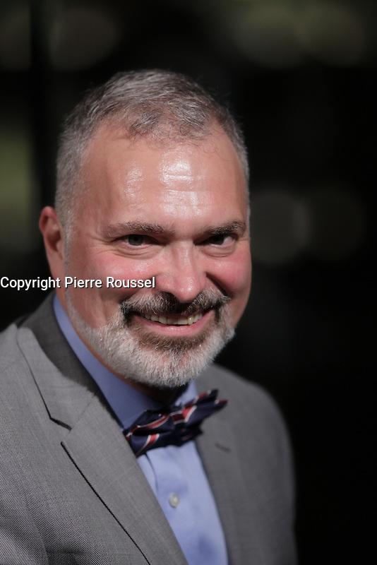Remise de la Medaille de l'Assemblee Nationale a Me Louis Charron<br />  au Gala Phenicia de la Chambre de Commerce LGBT du Qu&eacute;bec, tenu au Parquet de la Caisse de Depots et Placements du Quebec, jeudi, 26 mai 2016.<br /> <br /> <br /> PHOTO : Pierre Roussel -  Agence Quebec Presse