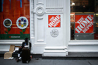 New York, USA. 19 August 2014. A homeless begs for money at the entrance of a Home Depot store at 23rd street while Home Depot company prepares its Quarterly results at the Stock Exchange in New York.  Eduardo Muñoz Alvarez/VIEWpress