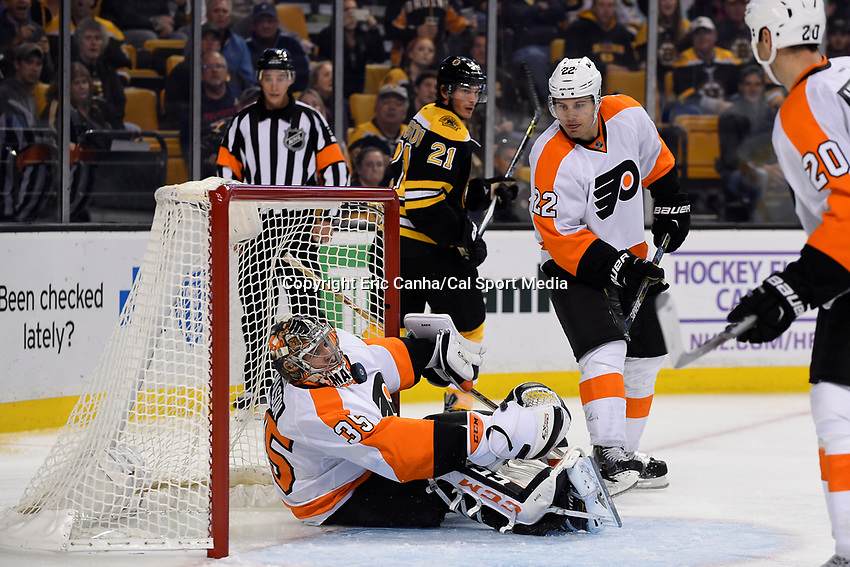 Wednesday, October 21, 2015: Philadelphia Flyers goalie Steve Mason (35) works to keep the puck out of the goal  during the National Hockey League game between the Philadelphia Flyers and the Boston Bruins, held at TD Garden, in Boston, Massachusetts. The Flyers defeat the Bruins 5-4 in overtime. Eric Canha/CSM